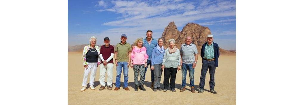 Dennis van der Geest reist opnieuw De wereld rond met 80-jarigen