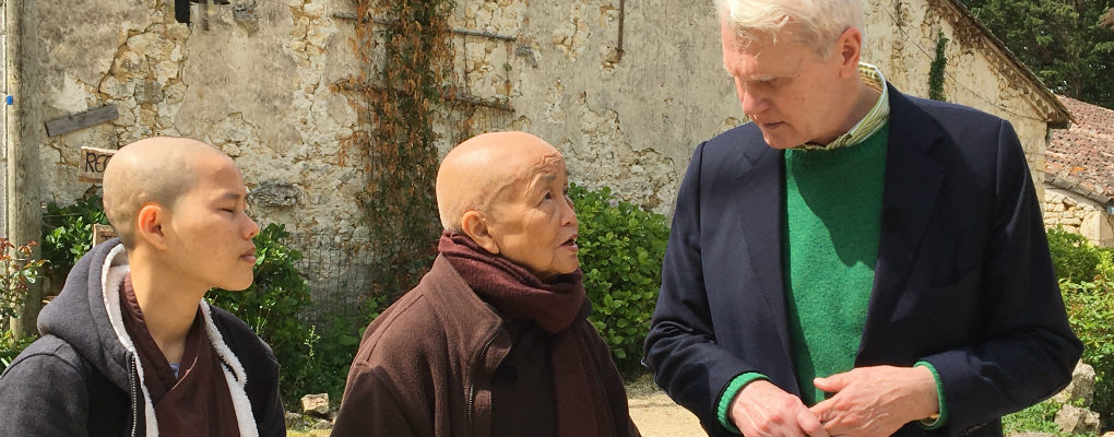 Van Dis duikt in Dalai Lama