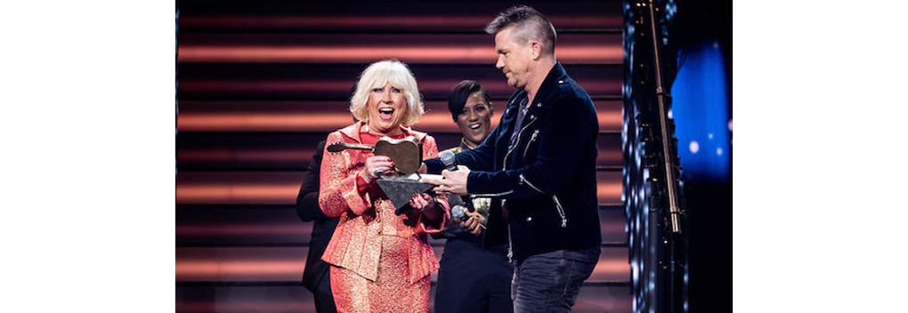 Willeke Alberti ontvangt TrosKompas Oeuvre Award