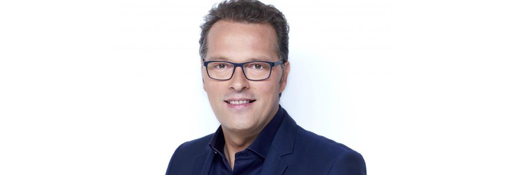 Jeroen Latijnhouwers met MAX Vandaag-bulletins in Haandrikman!