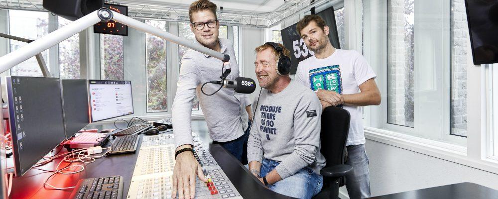 """Vijftien jaar Coen en Sander: """"We hebben elkaar letterlijk op de radio leren kennen"""""""