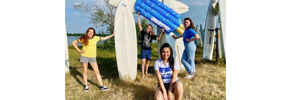 Tuvalu Media produceert zomerserie Brugklas Vakantieliefde