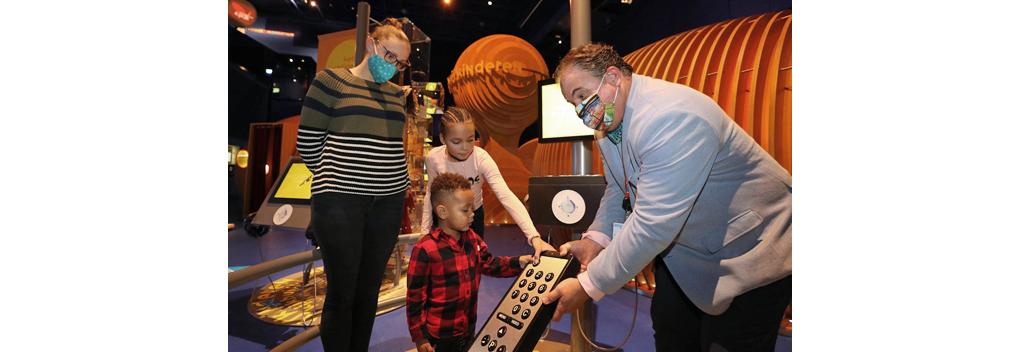 Beeld en Geluid zwaait laatste museumbezoekers uit