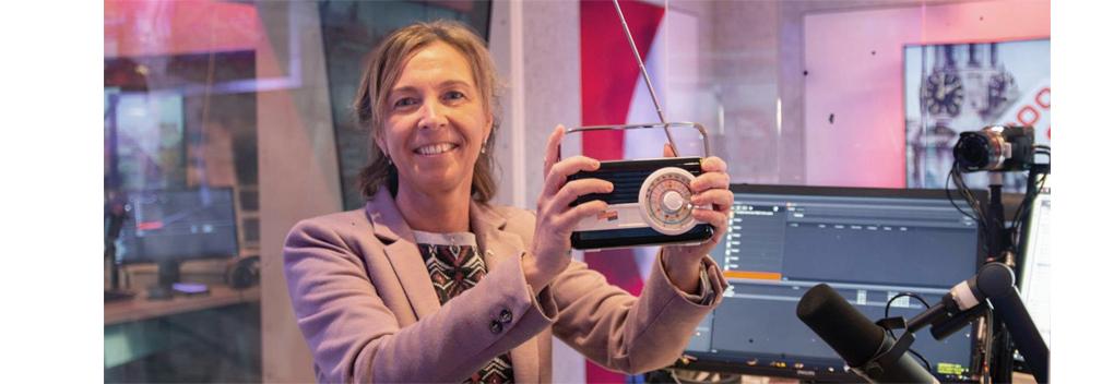 Carmen Verheul krijgt RadioFreak Award voor Beste Nieuwslezer