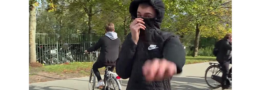 Opgefokte scholier mishandelt cameraman PowNed