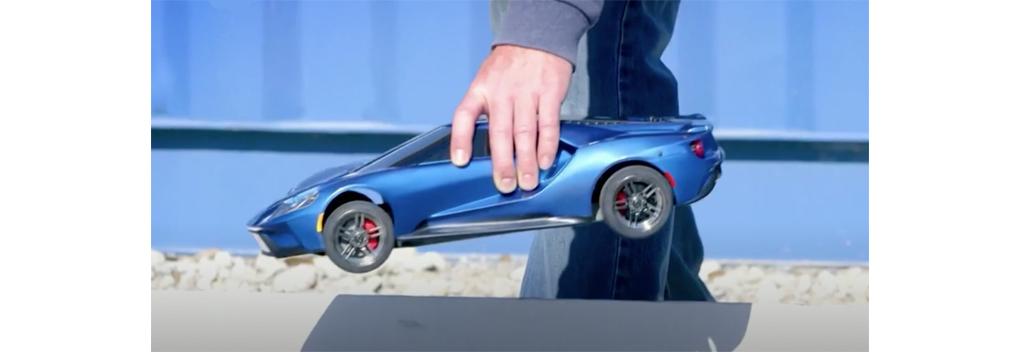 BN'ers racen met op afstand bestuurbare auto's in Car Wars