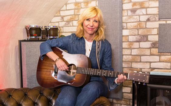 Claudia de Breij ontvangt Nederlandse artiesten bij haar thuis in Safe Cave