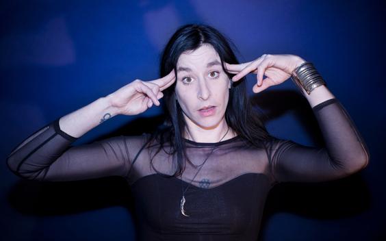 Artiest en presentator Raven van Dorst identificeert zich als non-binair