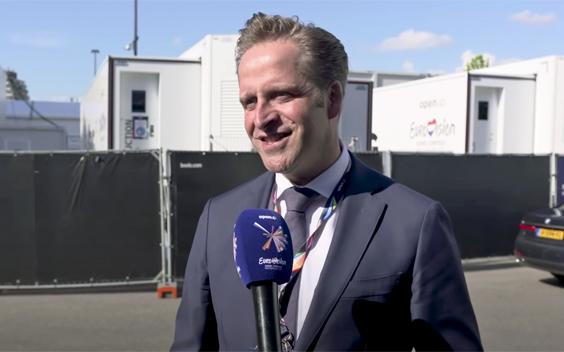 Arie Slob en Hugo de Jonge bekijken voorbereidingen Eurovisie Songfestival