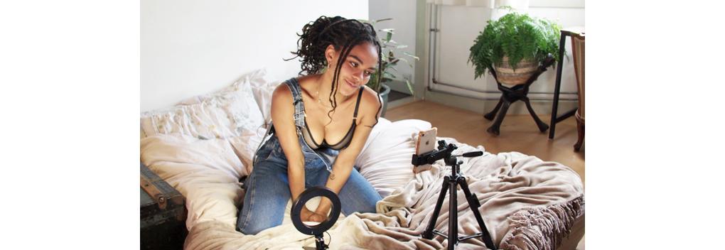 Dzifa Kunsenuh aan de slag als OnlyFans creator